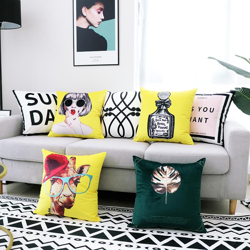 现代简约绒面沙发黑白办公室椅抱枕