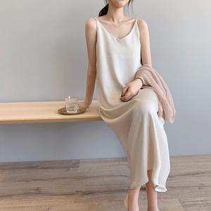 夏装2020款chic吊带裙内搭气质中长裙缎面V领连衣裙法国小众裙子
