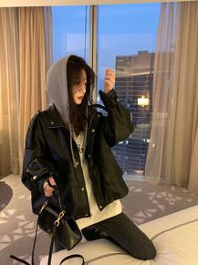 假两件皮衣外套女2021年春秋新款黑色连帽休闲撞色PU皮夹克上衣潮
