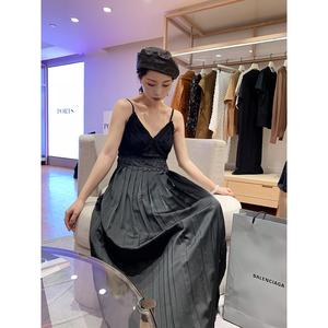 很仙的法国小众桔梗裙秋装2019流行裙子气质百褶性感吊带连衣裙女