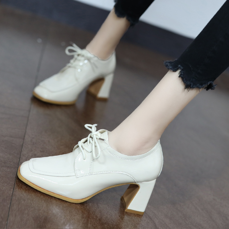 英伦风粗跟单鞋女2020春新款网红小皮鞋漆皮深口十八岁学生高跟鞋
