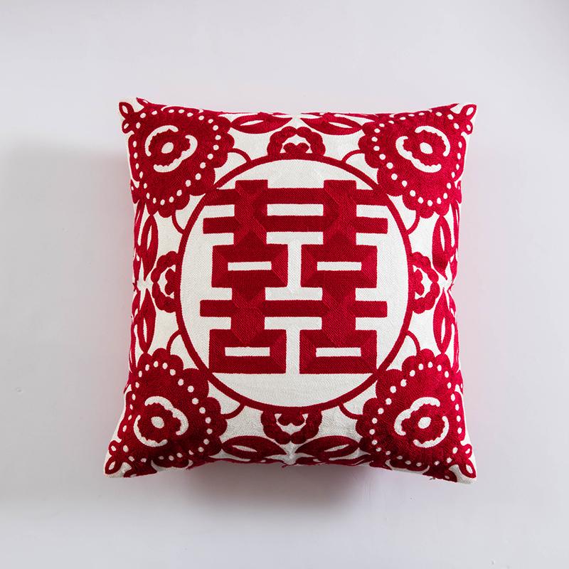 赤いカップルの中国式結婚祝いの刺繍は、結婚祝いのプレゼントを立て替えてセットにします。