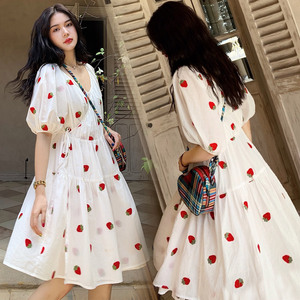 2020春季新款旅游拍照海边渡假沙滩裙小清新白色草莓连衣裙子夏女