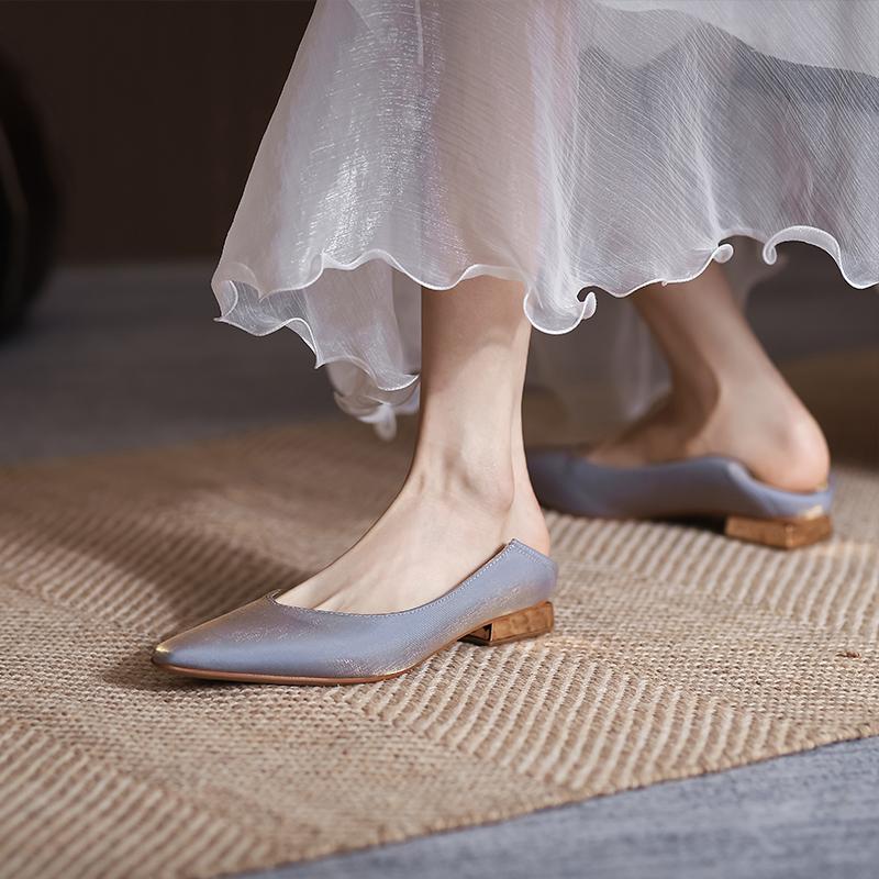 法式绸缎气质低跟单鞋女2021年新款秀气小方头女士踩跟女鞋伴娘鞋
