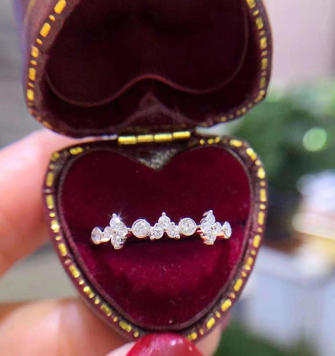 18K白金镶嵌女款 0.22克拉天然南非大钻小钻圆钻钻石戒指真金真钻