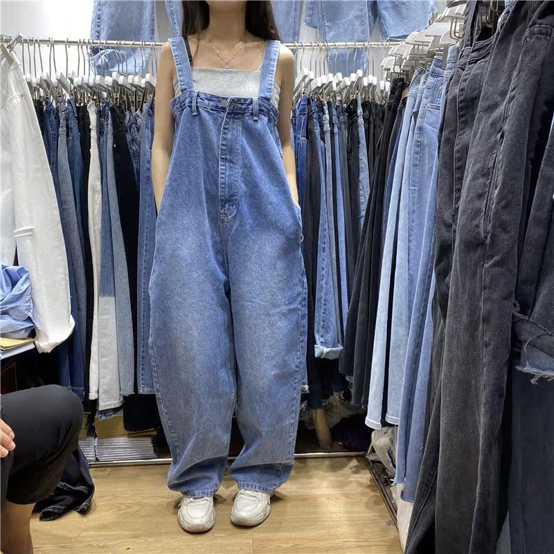 牛仔背带裤女2021春秋新款宽松慵懒减龄阔腿休闲直筒前拉链连体裤