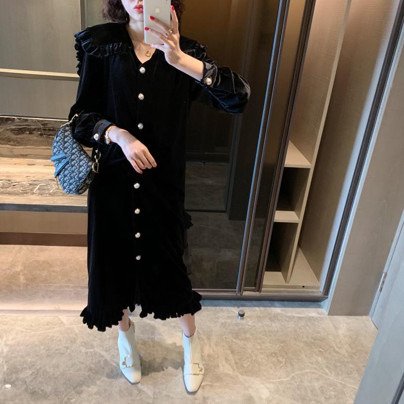 张静芝韩国东大门气质珍珠扣黑丝绒荷叶领中长显瘦小女人连衣裙