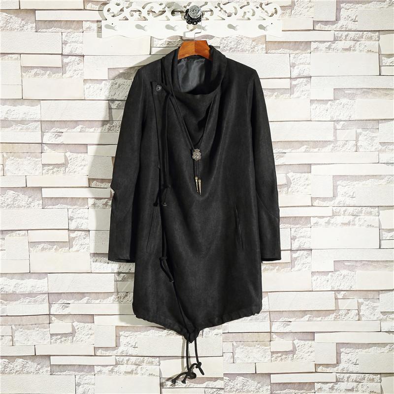 男性秋冬オリジナルデザインナーのダークトレンドの中で、ロングコートの韓国版ファッションカードがカッコよくて、膝の風の服の男を越えます。