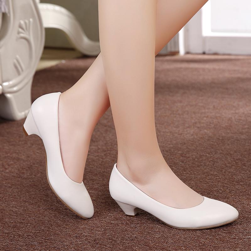 春秋舒适低跟女单鞋40-43大码工作鞋女黑白色中跟粗跟尖头真皮鞋