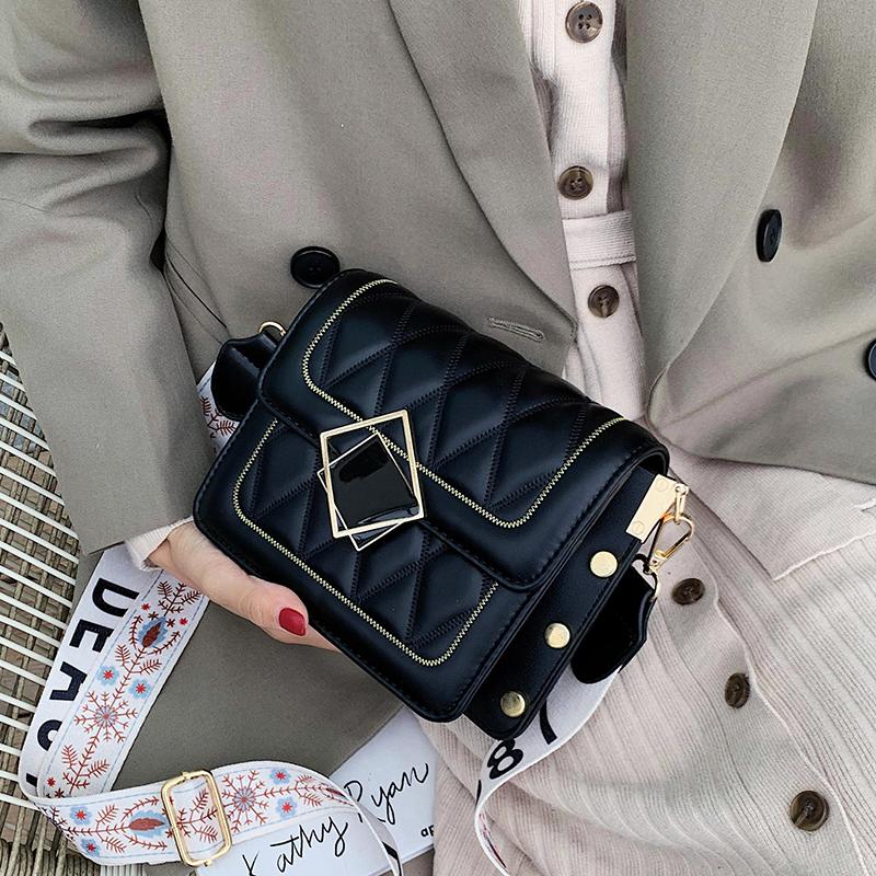 法国小众高级感斜挎包包女包2019新款网红小黑包时尚菱格洋气小包
