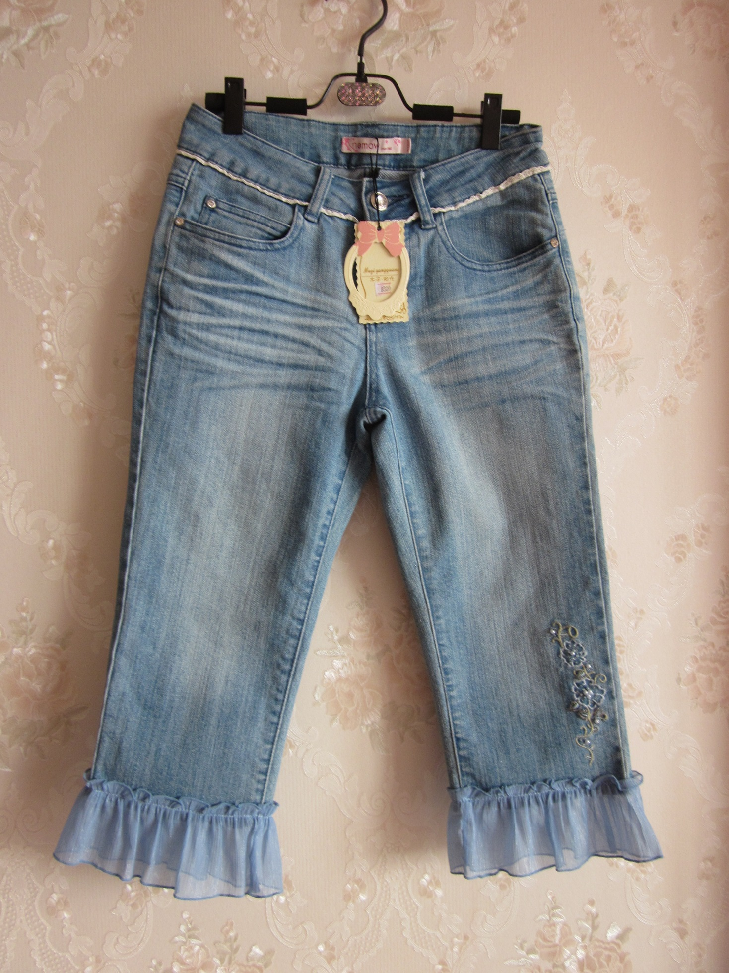Real shot of new sweet temperament pearl embroidered stitching lotus leaf hem slim jeans Capris in summer and autumn of 2019
