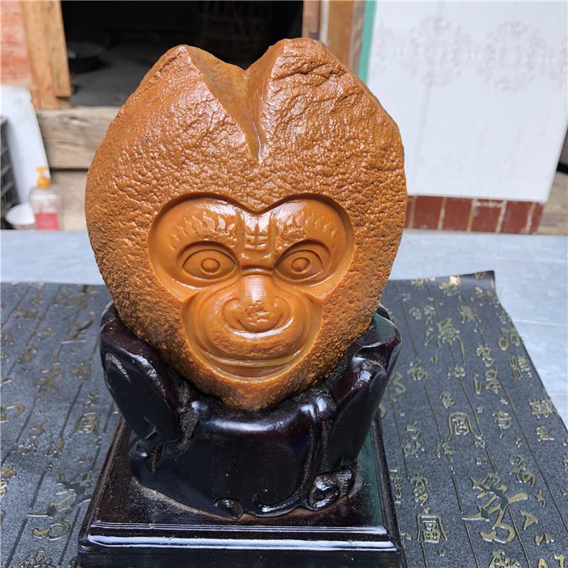 云南天然黄龙玉籽料精雕猴子带证书