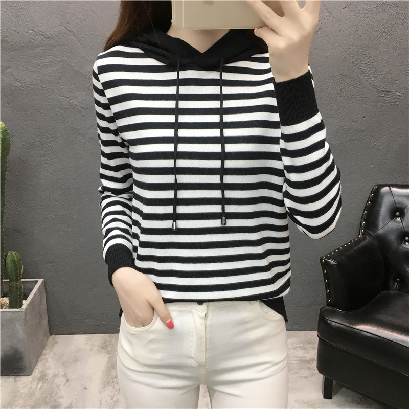 Autumn and winter 2018 new Korean black and white stripe sweater hooded sweater womens loose bottomed Top Long Sleeve Sweater
