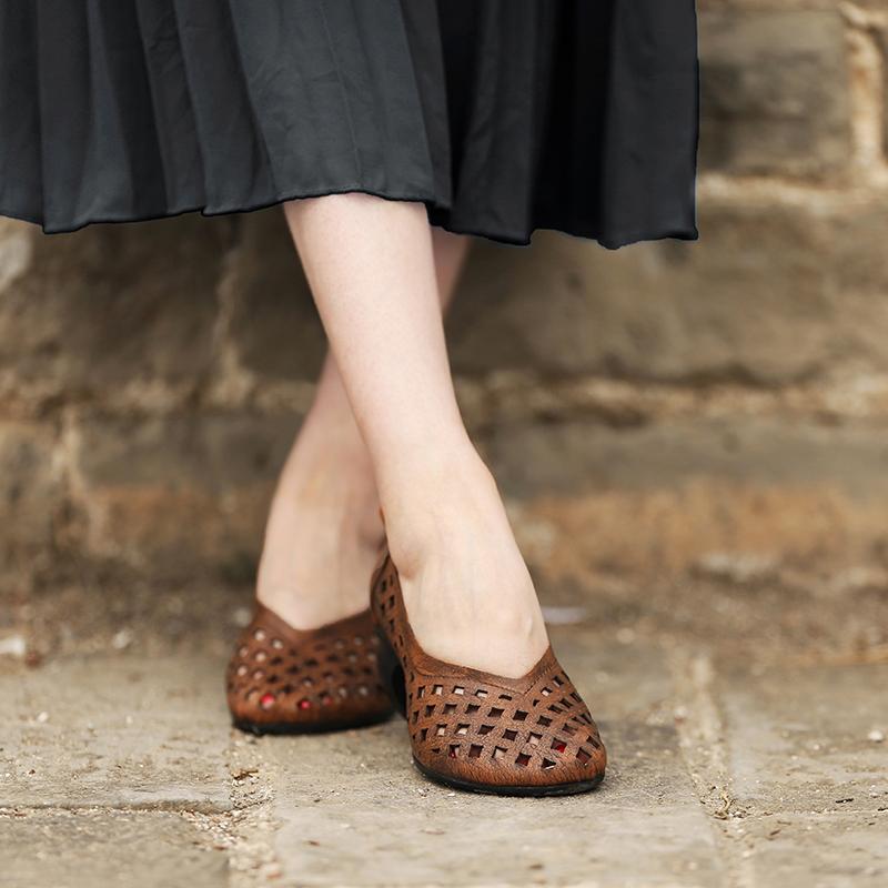 脱毒罂粟 镂空唤醒清凉。牛皮镂空包头套脚舒适中跟真皮女鞋凉鞋