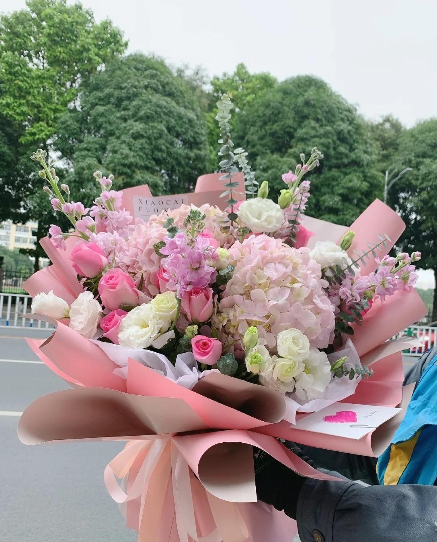 重慶520花同城速達花屋は花を送ります。彼女に花束を送ります。誕生日プレゼントは花を予約します。