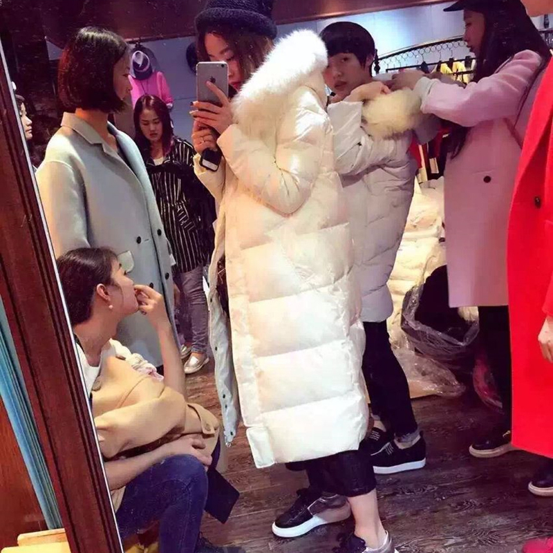 2020 new winter Korean fox hair show thin middle long knee white down jacket womens clearance broken code processing