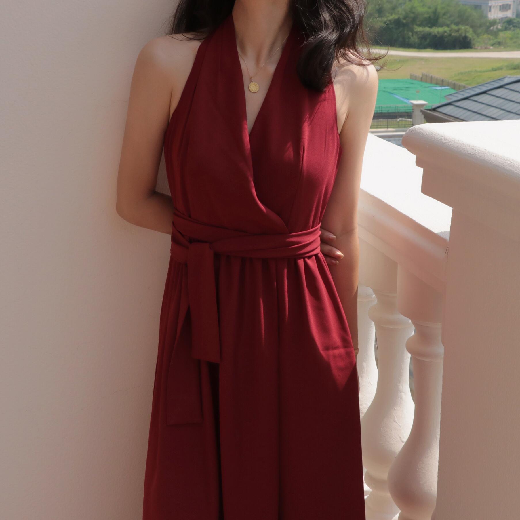 橘里闻香识女人挂脖露背无袖长款连衣裙复古小红裙礼服裙2021新款