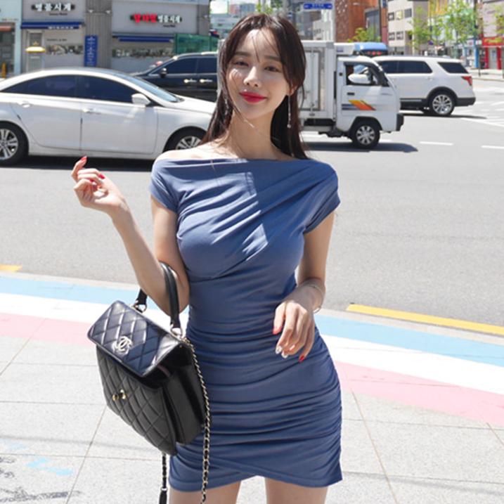 韩国ins气质小姐姐名媛风一字领褶皱设计感不规则包臀立体连衣裙