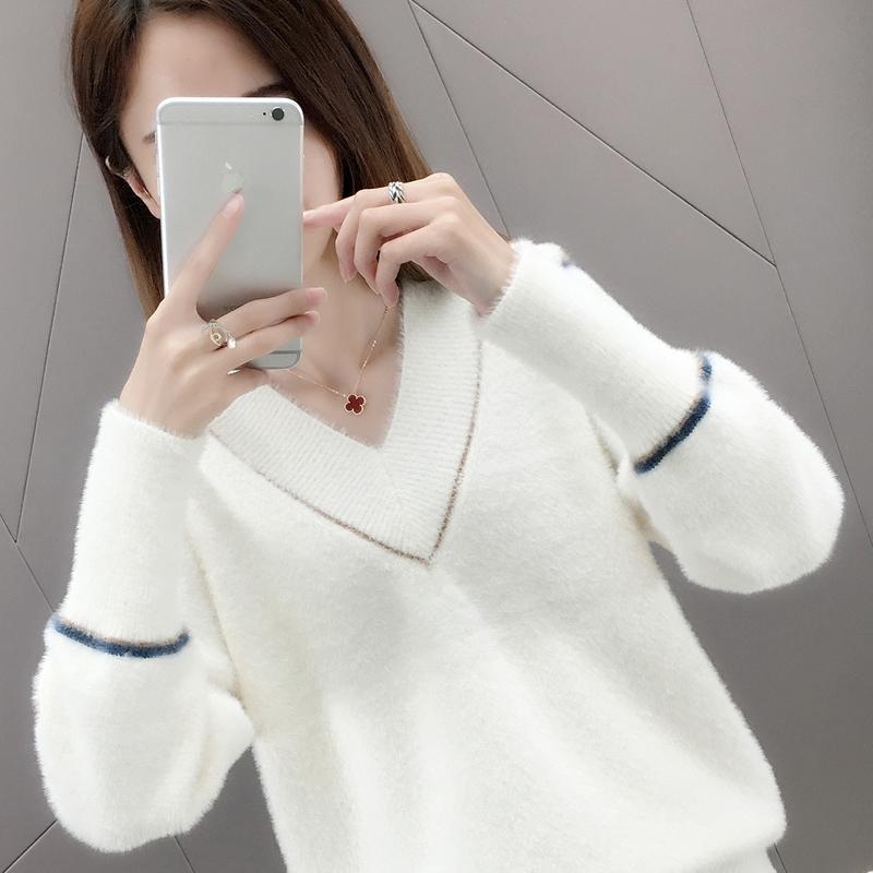 V-necked sweater for womens loose fitting, 2019 new autumn and winter, Korean mink velvet short Pullover knitted undercoat