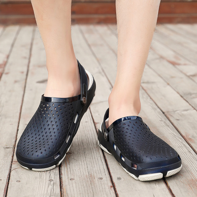 With a back strap, you can wear two adult hole sandals. Mens shoes are suitable for going to the seaside in summer. They can tread water
