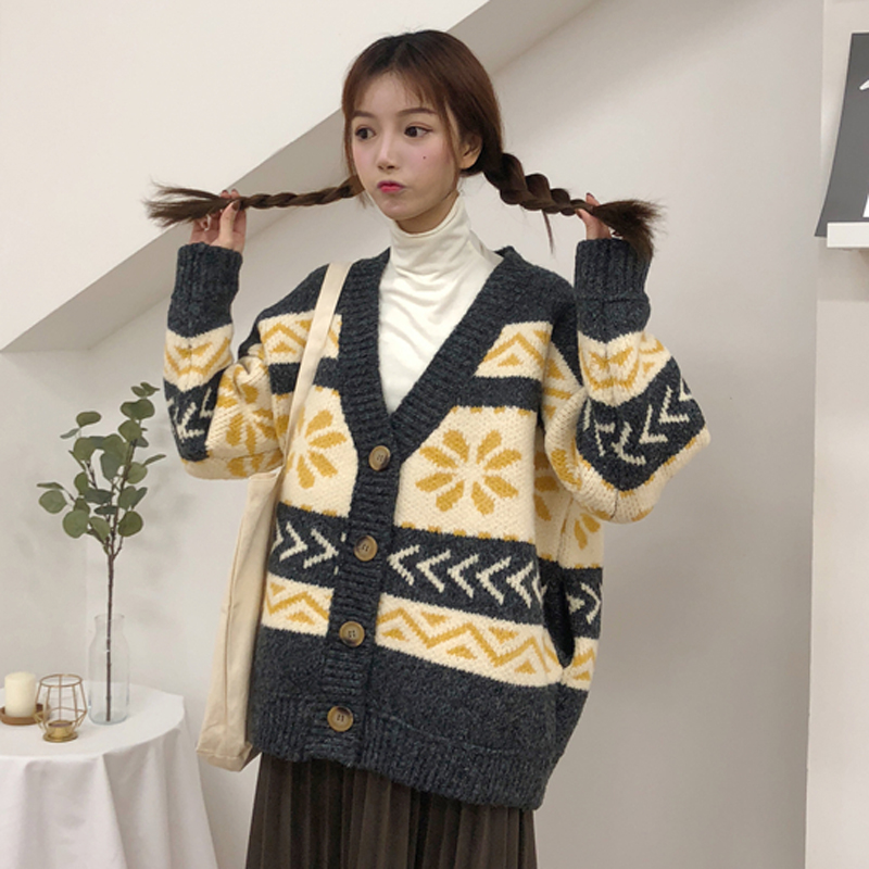 Spring and autumn womens clothing Korean version loose lovely flower geometric pattern thickened sweater cardigan V-Neck Sweater fashion