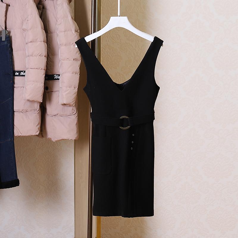 包邮~【袖】减龄背带裙修身直筒连衣裙2018冬装新款专柜品牌折扣