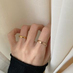 小众设计ins戒指女冷淡风潮人简约素圈细尾戒指环男钛钢情侣对戒