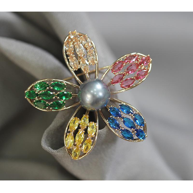欧美个性精致镶石彩色五色花瓣胸针复古仿珍珠胸花别针女轻奢高级