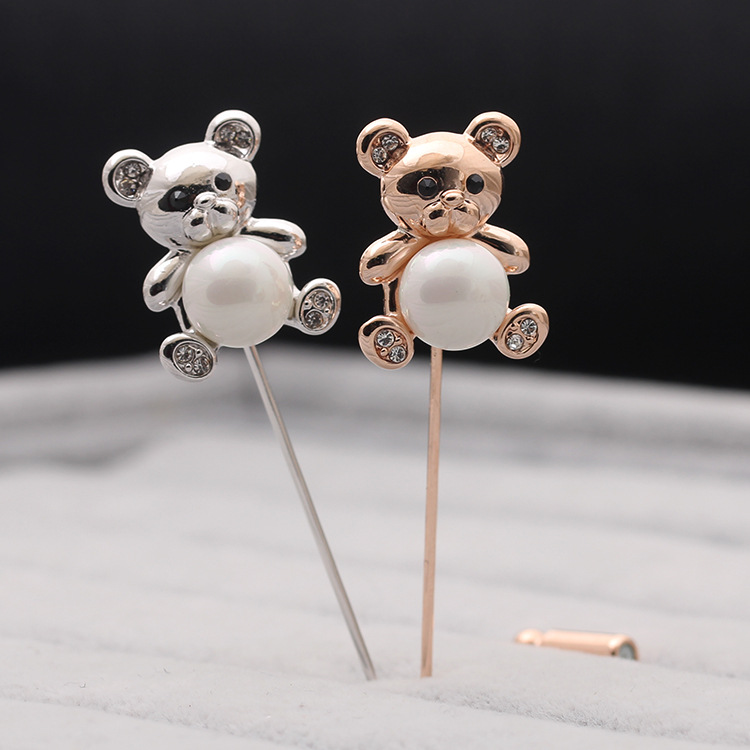 Bear Brooch female gold and silver two-color personalized shirt cardigan small suit pin Japanese ins personalized anti light buckle