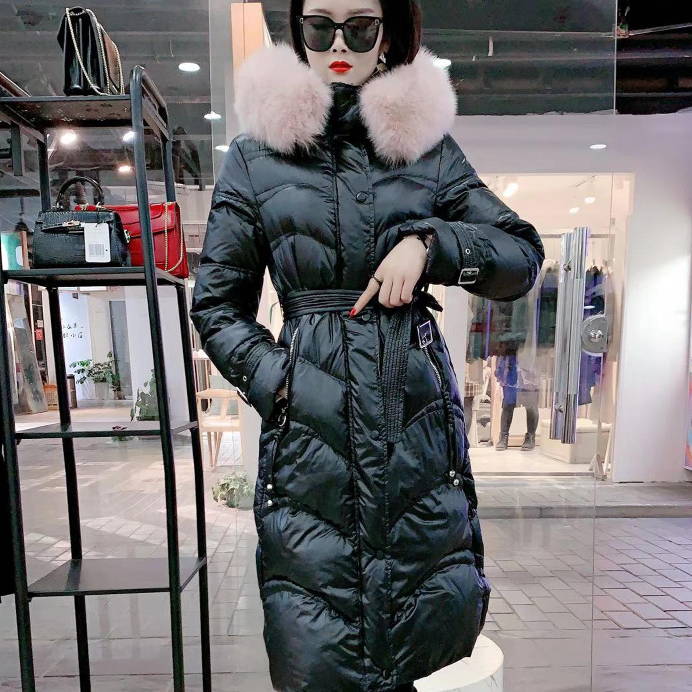美洋服饰新款上线狐狸毛领长款羽绒服外套2020冬季女士