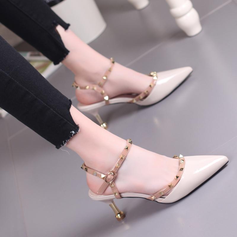 2021夏季新款时尚铆钉镂空包头凉鞋女欧美简约细跟尖头6cm高跟鞋