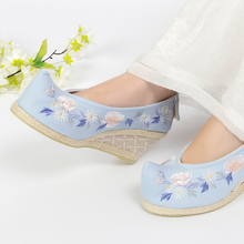 Return to the Han and Tang Dynasties, make-up bow shoes, embroidered shoes, women's clothes, original sloping heels, heightened single shoes, new style in spring