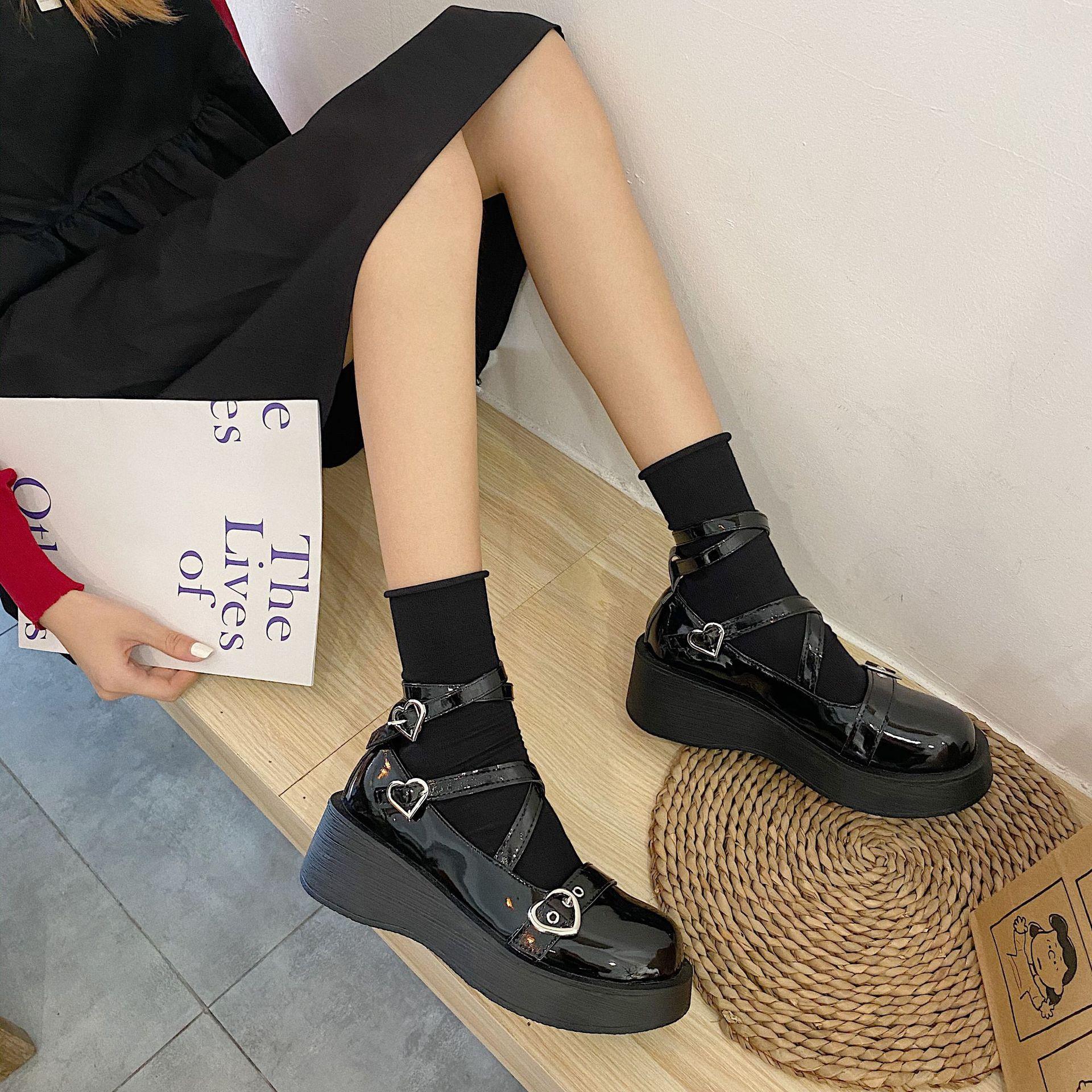 ロリの小さい革靴の女性の日はロレッタの靴の学生の柔らかい妹の子供の靴の梅露のlolitajk制服の靴を結びます。