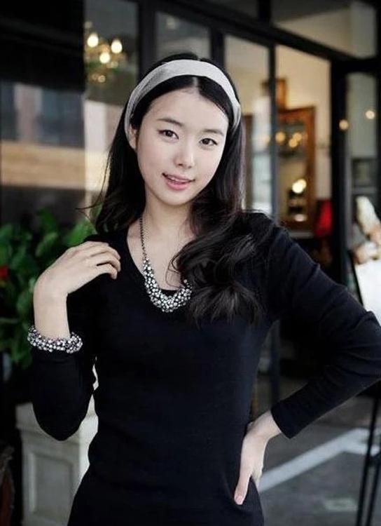 GOLD PLATED ENAMEL angel wings Pearl Flower neckline Necklace Rhinestone Enamel geometric irregularity