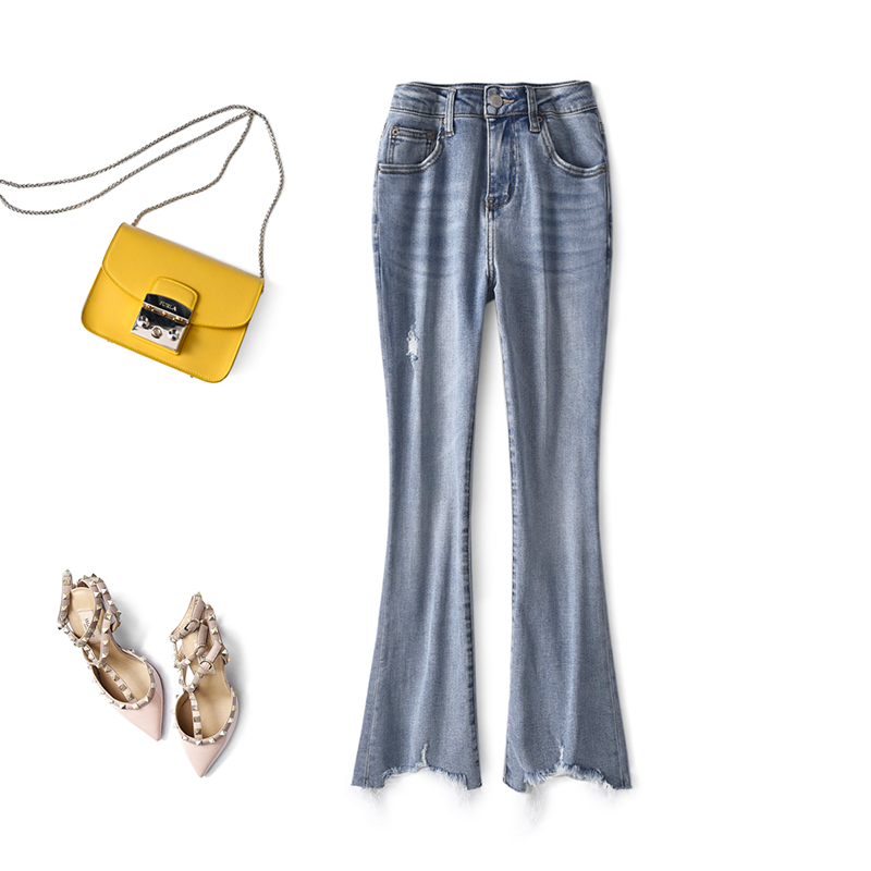 Crisp, clean and stylish cotton stretch pants with raw hem light denim cropped jeans