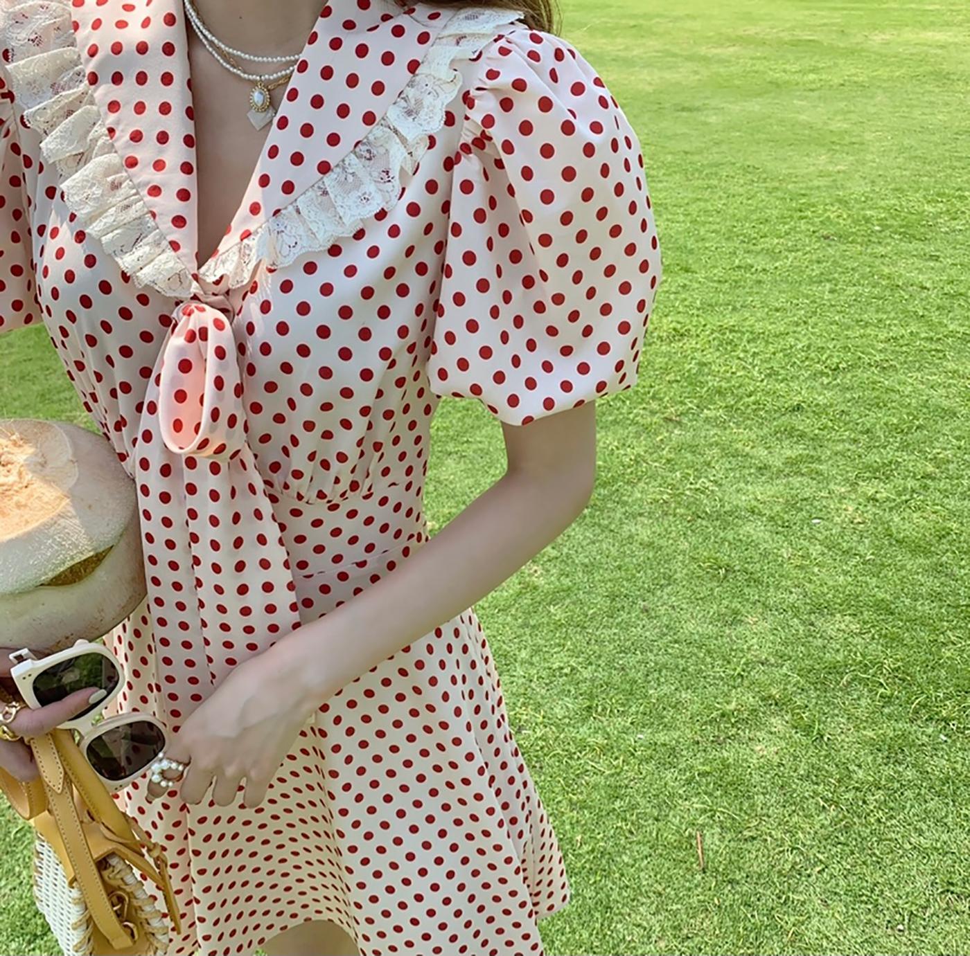 momoshero 连衣裙女2021春夏新款邻家姐姐法式气质波点泡泡袖短裙