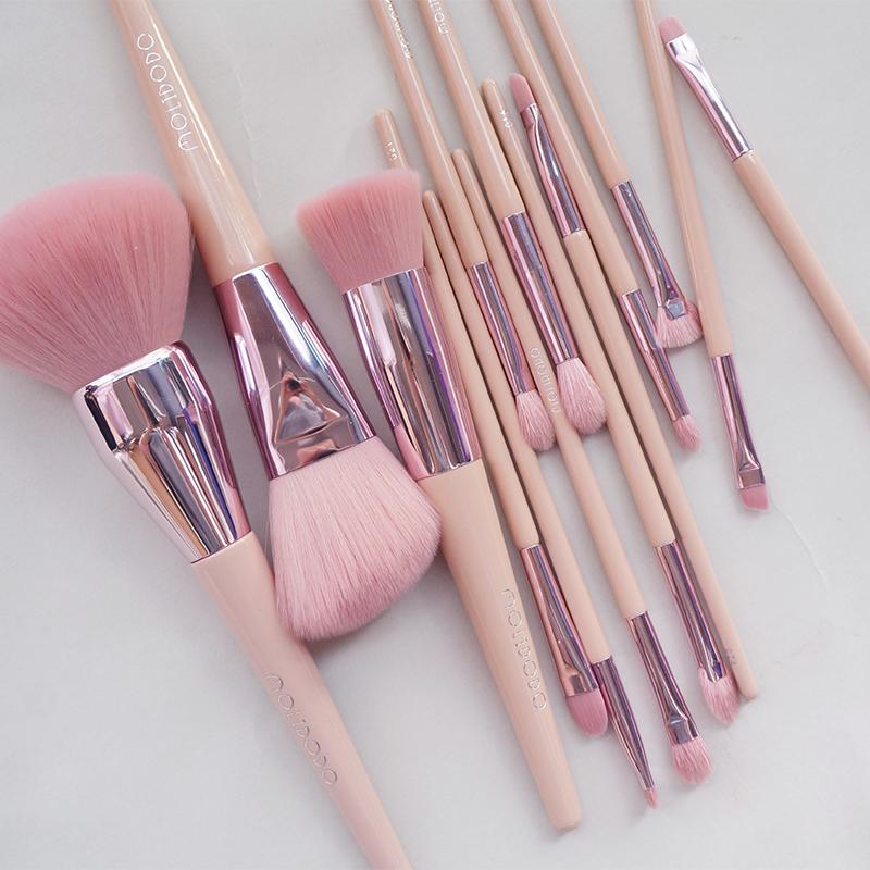 Magic powder, bean paste powder, animal hair, eye makeup brush, foundation brush, brush, powder brush, eye shadow brush, and halo dye brush.
