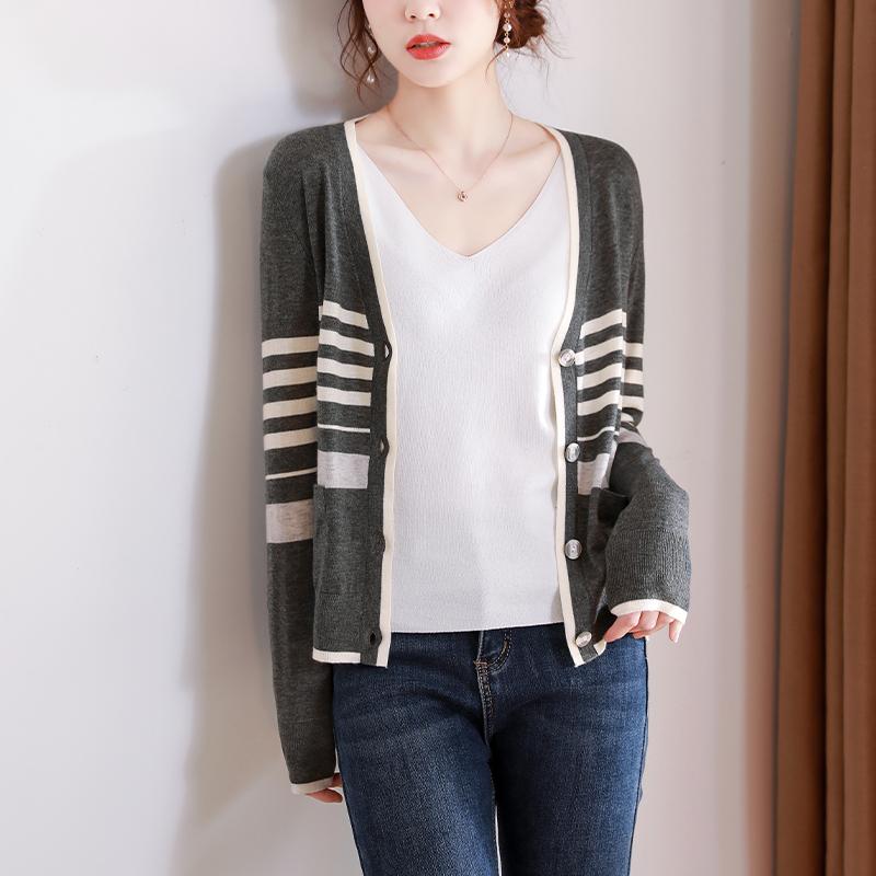 条纹针织开衫女2021春夏新品时尚慵懒风宽松显瘦V领薄款毛衣外套