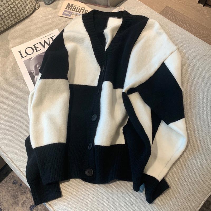 綿羊絨D299#官圖實價 2021秋裝慵懶黑白格開衫寬松大棋盤格毛衣