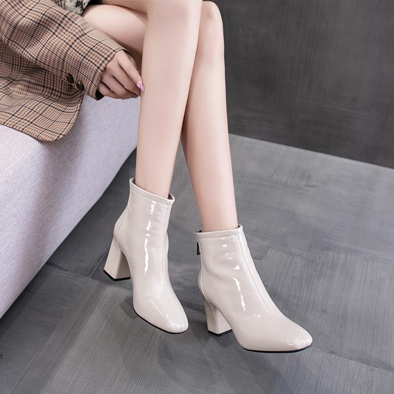 钎金鸟米白色方头粗跟短靴女2020年新款漆皮高跟马丁靴女秋冬加绒