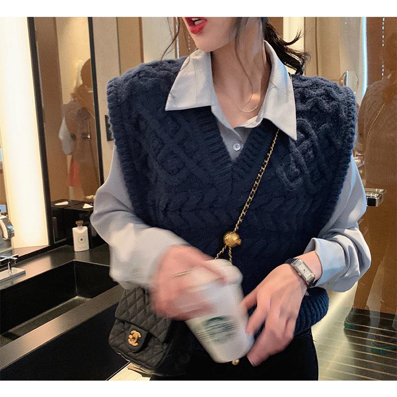 张贝贝ibell无袖v领针织衫秋季新款女潮设计感背心外穿马甲温柔风