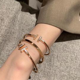 韩版时尚白母贝镶钻双T手镯开口t字钛钢电镀18K玫瑰金手环不掉色