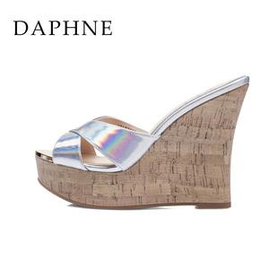Daphne/达芙妮女鞋 夏季高坡跟拖鞋 亮面防水台凉鞋