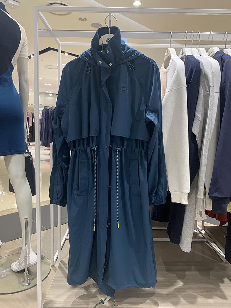 法国鳄鱼19秋季新款英伦风宽松抽绳显瘦风衣女中长款外套连帽大衣
