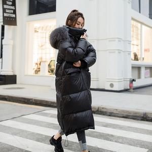 欧货羽绒服女过膝超长款2018新款欧洲站大毛领加厚潮亮面黑色冬装