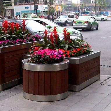 Сделанный на заказ на открытом воздухе дерево цветок коробка антикоррозийный дерево нержавеющей стали цветок коробка бизнес промышленность улица цветок коробка деревянный обуглевание модель двересный цветок коробка