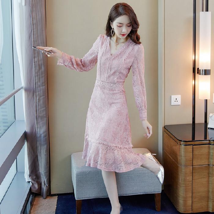 限3000张券时尚外出2019秋新款显瘦蕾丝连衣裙