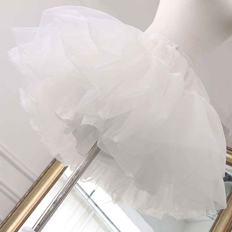 lolita日常は骨抜きのスカートを支えます。ドレスはロリータの特大な花嫁を支えます。