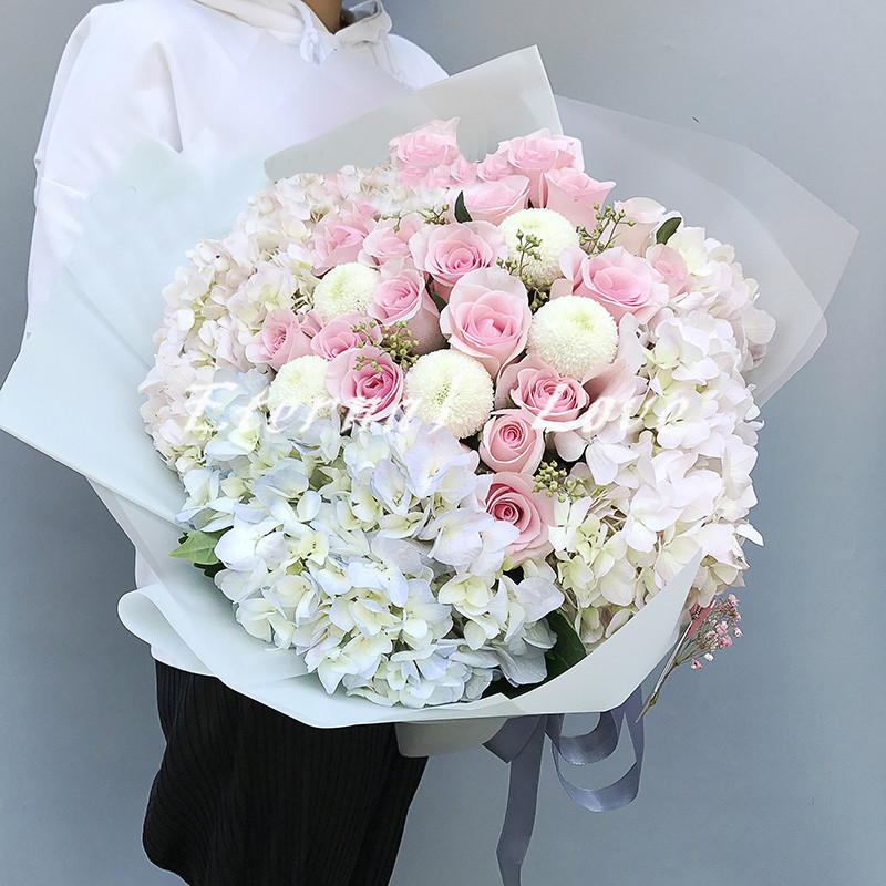 [Guilin only] Guilin flower express flower shop in the same city sends flowers rose gift box on Valentines Day