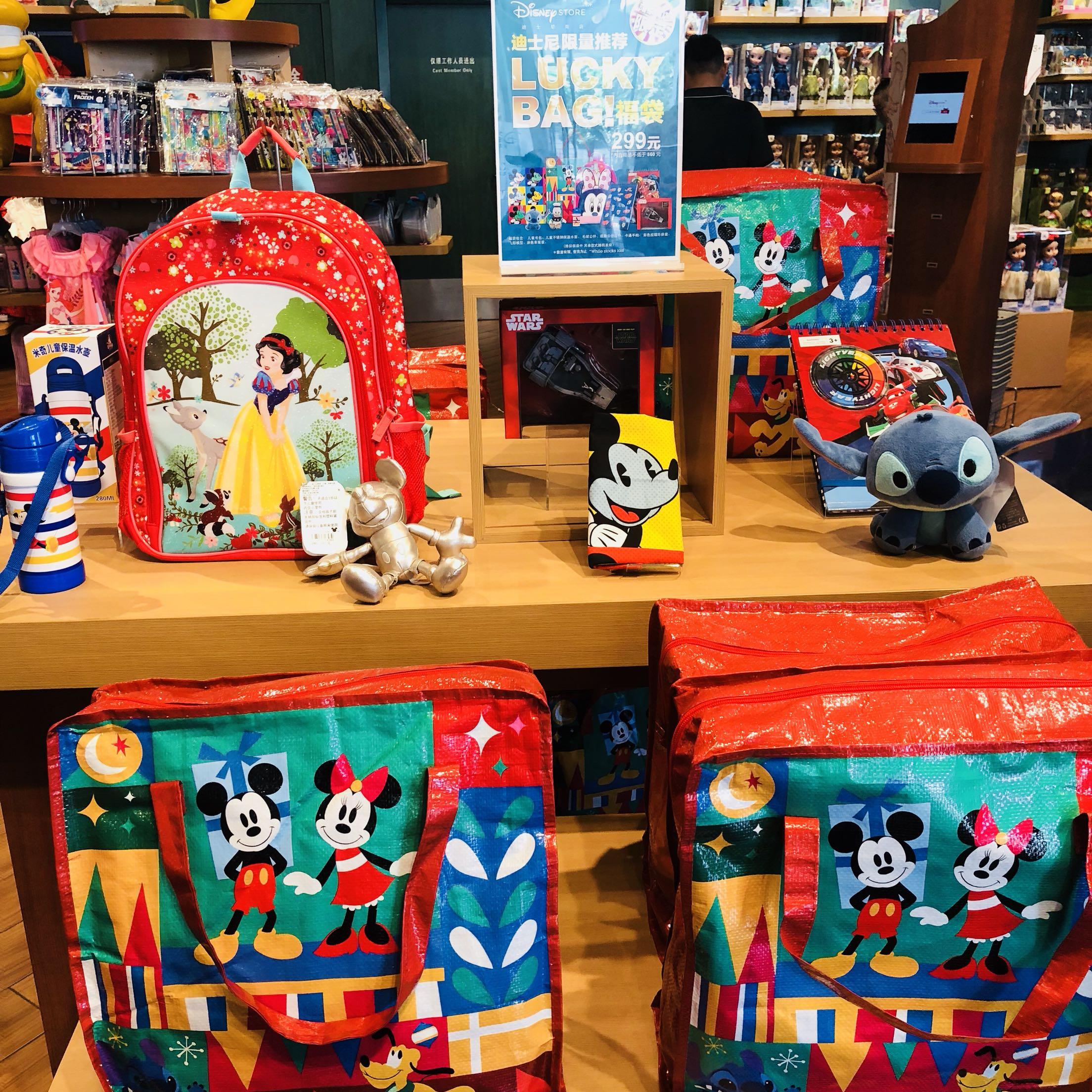 上海迪士尼国内代购 限量版福袋 内含书包 保温杯毛绒 等款式随机